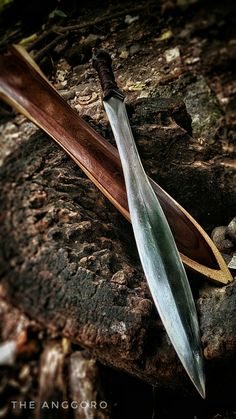 Ninja Weapons, Cosplay Weapons, Swords And Daggers, Knives And Swords, Sword Design, Cool Knives, Arm Armor, Fantasy Weapons, Blacksmithing