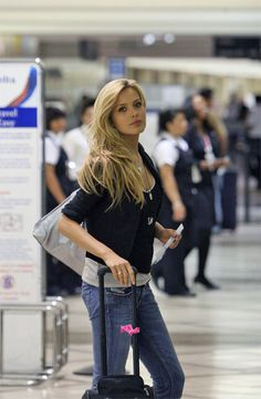 Here is Sport Illustrated model Petra Nemcova wearing a pair of Diesel Jeans on her way through LAX Airport recently. Petra Nemcova, Sports Illustrated Models, 90s Models, Diesel Jeans, Girls Selfies, Looking For Women, Bell Bottom Jeans, Hot Girls, Normcore