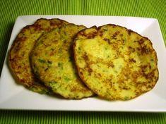 Boxty pancakes zijn traditionele Ierse aardappelpannenkoekjes die het midden houden tussen rösti en een pannenkoek. Als je een restje aardappelpuree over hebt, zijn ze zó gemaakt! Lekker bij zalm.