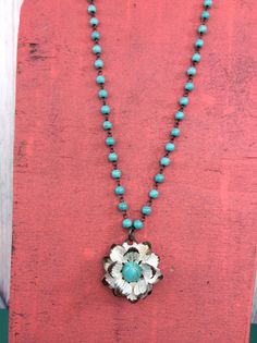 Turquoise Strand With White Flower Necklace - NEK699TU