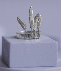 four feathers headdress ring.... FAB!!!!