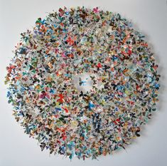 DIY Amazing Recycled Magazine Butterfly Wreath (easily doable with a butterfly template and a sharp pair of scissors or a paper punch). Recycled Magazine Crafts, Recycled Magazines, Recycled Crafts, Recycled Jewelry, Handmade Crafts, Handmade Rugs, Butterfly Template, Butterfly Art, Origami