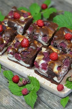 choc and cream cheese with blackberry and raspberry cakes No Cook Desserts, Sweets Recipes, Cake Recipes, Cooking Recipes, Romanian Desserts, Raspberry Cake, Blackberry, Cakes And More, Sweet Treats