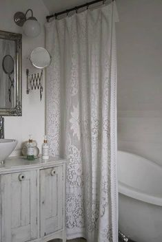 [Shabby Chic] Everything about this bathroom is me: the white, the bottles, that CURTAIN!!!