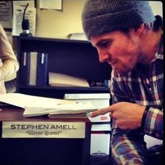 5 DAYS GUYS ONLY FIVE ❤❤Oh my god I CAN'T WAIT  He is cute ❤❤ Love them so much   @stephenamell @emilybett #stephenamell #emilybett #arrow #arrowcave #olicity #love #amellfamily #coltonhaynes #colindonnell