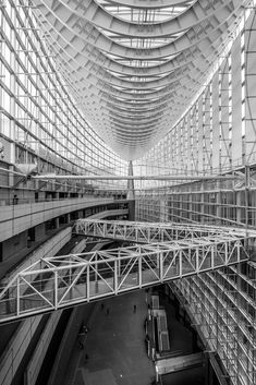 You could be forgiven for thinking you are inside a ship when in Tokyo International Forum - #tokyo #japan #architecture #blackandwhite