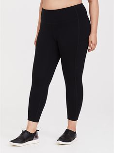 Black Crop Wicking Active Legging with Pockets - Curvy Women Styles Underwire Sports Bras, Black Shadow, Curvy Fit, Curvy Women, Matches Fashion, Plus Size Activewear, Tee Shirts, Tees, Sports Leggings