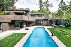 Modern Dream Home Surrounded by Forest | Chu+Gooding Architects  [ Read More at www.homesthetics.net/modern-dream-home-surrounded-forest-chugooding-architects/ © Homesthetics - Inspiring ideas for your home.] Beautiful Architecture, Contemporary Architecture, Residential Architecture, Interior Architecture, Rustic Canyon, Santa Monica, Pool Designs, Building A House, House Design