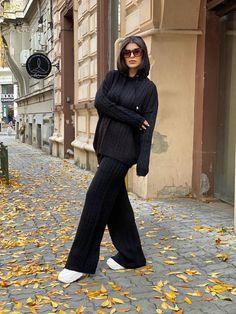 Compleu dama tricot negru format din pantaloni lungi largi si bluza cu gluga