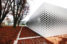 I like the exploration of perforation scale up to window size. Format Elf Architekten added a pattern of hexagonal holes to the long aluminium facade of this office building in Germany to control the amount of daylight entering the interior Parametrisches Design, Facade Design, Exterior Design, Building Skin, Building Facade, Building Design, Architecture Paramétrique, Architecture Diagrams, Chinese Architecture
