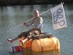 How to build a boat out of trash. I want to make this and take it to a friends swimming pool :)
