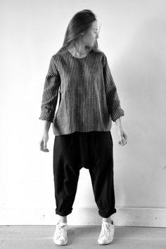 blouse Uniforme en lin rayures sombres - LE VESTIAIRE DE JEANNE, sarouel en lainage noir - LE VESTIAIRE DE JEANNE (NEW)