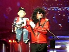 Terry Fator as Michael Jackson and an opPs moment! (part of the skit.) I LOL everytime I watch this. Human Puppet, Michael Jackson Youtube, Mickey Mouse Shoes, Comedy Clips, Stand Up Comedians, America's Got Talent, Just Smile, Classic Tv, Hilarious