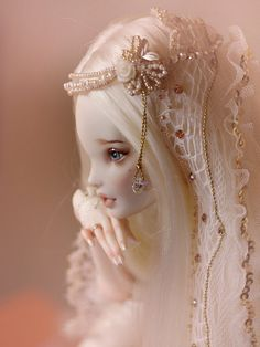 clouetvis:  10 by BiDolls on Flickr....CCG >>beautiful work BiDolls.  I especially admire the hands.  I am gathering ideas for my snowqueen.  Thank you for sharing your art