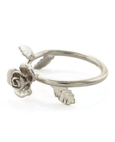 Rose Ring so pretty Jewelry Box, Jewelry Rings, Jewelery, Silver Jewelry, Jewelry Accessories, Rings N Things, Family Jewels, Love Ring, Beautiful Rings
