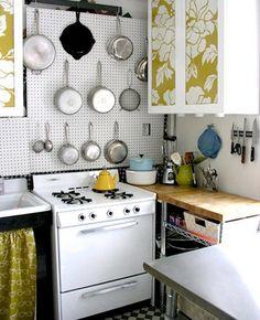 Små snygga och kreativa kök som inte ger avkall på vare sig förvaring, bänkyta eller stil. Inspireras av dessa små fina kök, säkert finns det något att ta tillvara på.