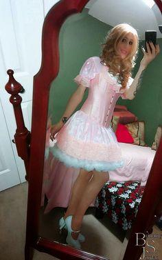 photoHe likes pink and petticoats.