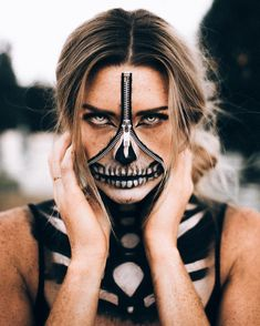 Halloween Skeleton Zipper face from Jordyn Brooksh Zipper Halloween Makeup, Zipper Face Makeup, Amazing Halloween Makeup, Halloween Inspo, Halloween Makeup Looks, Halloween Outfits, Halloween Make Up, Halloween Skeleton Makeup, Scary Makeup