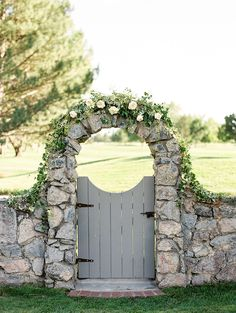 The sweetest wedding gate and garland.