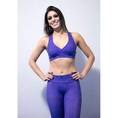 Combo Roxo com Escama PretaDivino Combo Legging + Top Suplex com estampa de escama em roxo.90% Poliamida 10% ElastanoTamanho M (38 à 40)