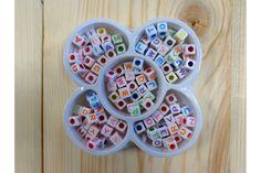 Set Κύβοι Γράμματα 5663B-10  Συσκευασία από κύβους με πολλά, διαφορετικά πολύχρωμα γράμματα.Φτιάξτε βραχιολάκι με το όνομα του παιδιού σας, το δικό σας, ή χαρίστε τα ονόματα των φίλων σας.Στολίσετε εύκολα και γρήγορα μπομπονιέρες, προσκλητήρια γάμου και βάπτισης, βαπτιστικές λαμπάδες, κουτιά, βιβλία ευχών, μαρτυρικά και λαδοσέτ, πασχαλινές λαμπάδες, συσκευασίες δώρων, εικαστικά κοσμήματα, και οποιαδήποτε άλλη χειροποίητη δημιουργία σας.
