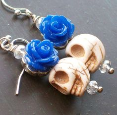 Items similar to Blue Rose and White Sugar Skull earrings on Etsy Sugar Skull Earrings, Halloween Jewelry, Handmade Jewelry, Jewelry Making, Sugar Skulls, Rose, How To Make, Inspiration, Ideas