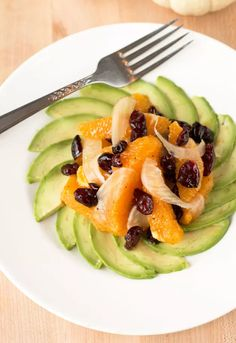 Fennel Avocado Salad makes a great starter or light lunch. Bright and delicious! How To Ripen Avocados, Fennel And Orange Salad, Fennel Salad, Avocado Salad Recipes, Healthy Salad Recipes, Healthy Food, Salad Cake, Healthy Weeknight Dinners