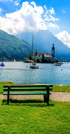 Cinematic view of Traunsee mountain lake in summer, Gmunden, Upper Austria #feelaustria