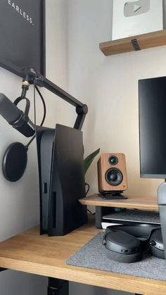 Gaming Desk Setup, Computer Gaming Room, Pc Setup, Home Studio Setup, Home Office Setup, Home Office Design, Hypebeast Room, Workspace Desk, Home Office Accessories