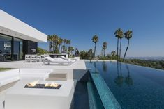Villa design Laurel Way Pool Los Angeles - ©Whipple Russel Architects Villa Design, Conception Villa, Terrasse Design, Moderne Pools, Infinity Pools, Beverly Hills Houses, Fire Pit Seating, W Hotel, Modern Mansion