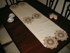 Neşe 'nin gözdeleri Crochet Motif, Textile Art, Doilies, Table Runners, Floral Tie, Diy And Crafts, Burlap, Textiles, Table Decorations
