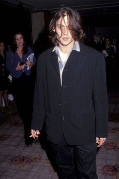 Slideshow: The Most You'll See of Johnny Depp Tonight Johnny And Winona, Young Johnny Depp, Johnny Depp Quotes, Johnny Depp Pictures, Johnny Depp Smoking, Jonny Deep, Himiko Toga, Z Cam, Hollywood Celebrities