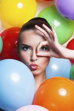 Produse must-have pentru un machiaj rezistent in sezonul cald - Make up Balloons, Make Up, Outdoor Decor, Colorful, Beauty, Globes, Balloon, Makeup, Beauty Makeup