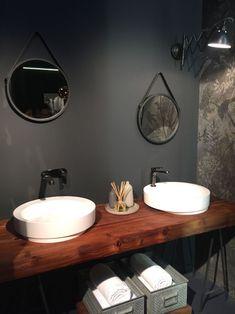 plan de travail salle de bain en bois, 2 vasques à poser rondes et miroirs vintage assortis