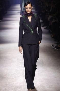 See the complete Dries Van Noten Fall 2016 Ready-to-Wear collection.