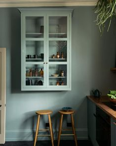 Kitchen of the Week: deVol's Urban Rustic Kitchen Gets a Glamorous Update (Remodelista: Sourcebook for the Considered Home) London Townhouse, Kitchen Tops, New Kitchen, Green Kitchen, Shaker Kitchen, Kitchen Colors, Kitchen Design, Kitchen Cabinets Brands, Kitchen Cupboards