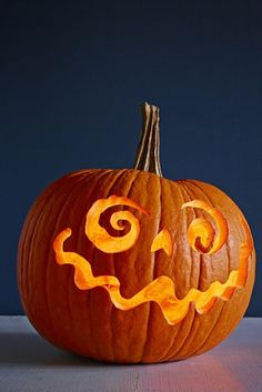 26 Easy Pumpkin Carving Ideas for Halloween 2019 - Cool Pumpkin Carving Designs and Pictures Scary Pumpkin Carving, Halloween Pumpkin Carving Stencils, Halloween Pumpkin Designs, No Carve Pumpkin Decorating, Halloween Crafts, Halloween Decorations, Pumpkin Designs Carved, Halloween Carved Pumpkins, Scary Pumpkin Designs