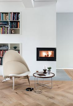Modern and timeless fireplace with designer chair from Wegner.