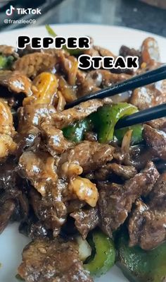 Are you looking for some easy to make beef recipes for lunch or dinner? If you are interested to learn more about this popular asian recipe, you should watch this Easy Pepper Steak Recipe Food TikTok by @franziee09 and try cooking this at home for lunch or dinner and satisfy your cravings Beef Recipes Lunch, Easy Steak Recipes, Baby Food Recipes, Wine Recipes, Cooking Recipes, Tasty Videos, Food Videos, Pepper Steak Recipe Easy, Food Hacks