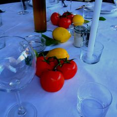 Do-it-yourself tomatoes on the table :: La Petit Maison :: Nice, France