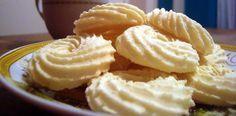 Veja como fazer esses deliciosos biscoitinhos amanteigados de maizena! INGREDIENTES 1 ½ xícara (chá) de amido de milho 3 xícaras (chá) de farinha de trigo 1 xícara (chá) de açúcar 1 ½ xícara (chá) de margarina 1 colher (sopa) de fermento em pó 2 ovos COMO FAZER AMANTEIGADO DE MAIZENA MODO DE PREPARO Bata bem …