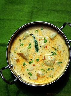 Dahi aloo is a yogurt based potato curry that can be served with roti, rice or phulkas.