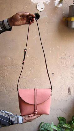 Dusty Rose Little Stella, Chiaroscuro, India, Pure Leather, Handbag, Bag, Workshop Made, Leather, Bags, Handmade, Artisanal, Leather Work, Leather Workshop, Fashion, Women's Fashion, Women's Accessories, Accessories, Handcrafted, Made In India, Chiaroscuro Bags - 3