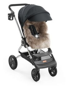 Due to the hollow fibers of the wool, pure sheepskin has a natural breathing quality that helps to maintain a steady body temperature for your little one in all types of weather! Perfect for your Stokke Scoot Stroller <3 <3