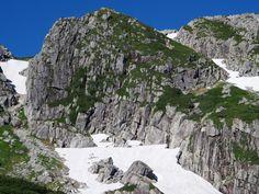黒部五郎岳カール壁を形成する羊背岩。双六岳・三俣蓮華岳から黒部五郎岳|北アルプス登山ルートガイド。Japan Alps mountain climbing route guide