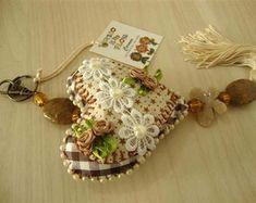 chaveiro-de-coracao-flor-de-tecido
