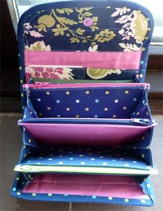 Accordion Purse or Wallet. *PDF INSTANT DOWNLOAD PATTERN. This pattern shows how to make this multi-compartment accordion style wallet. Loads of pictures.
