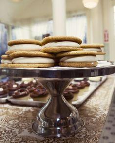 Suaves galletas de azúcar morena y relleno de maple y queso crema solo en Magnolia Bakery #MagnoliaBakeryMX #Galletas #AzucarMorena