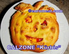 Calzone, Cheddar, Mashed Potatoes, Pie, Ethnic Recipes, Desserts, Halloween, Food, Italian Cuisine