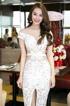 Ngọc Trinh mặc đẹp nhất tuần với váy cúp ngực